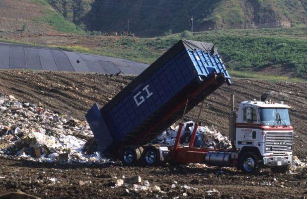ЗакС решил бороться снелегальными свалками конфискациями мусоровозов