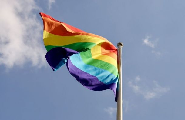 Участников одиночных ЛГБТ-пикетов задерживают наИсаакиевской площади