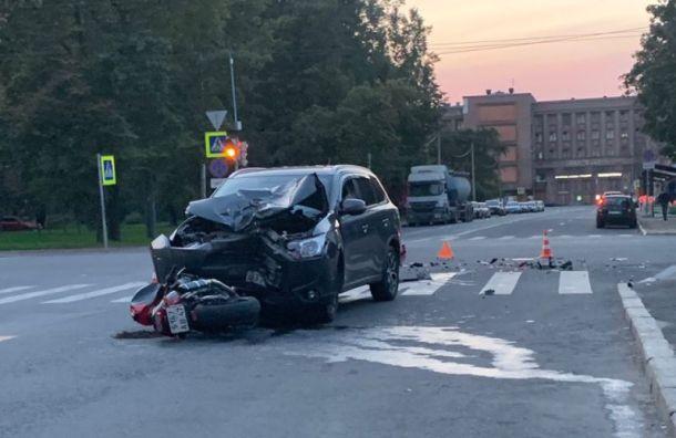 «Мицубиси» сбил мотоциклиста наВасильевском острове