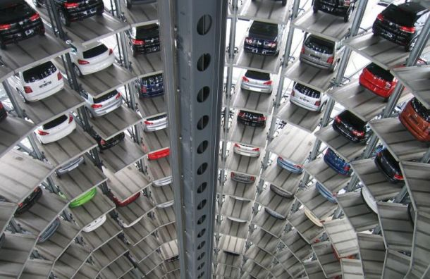Рынок автомобилей Петербурга падает четвертый месяц подряд