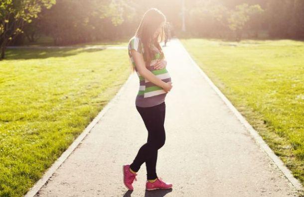 Депутаты ЗакСа предложили выплачивать пособия 19-летним мамам