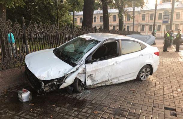 Уходивший отпогони Hyundai попал вДТП наРумянцевской площади