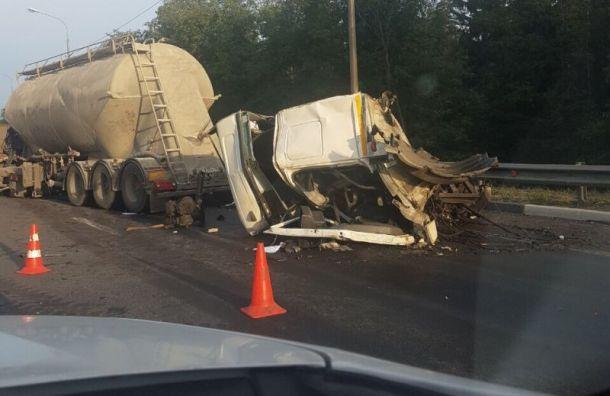 КамАЗ лишился кабины после столкновения сфурой наМурманском шоссе
