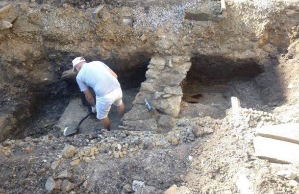 Фрагменты здания XVII века нашли вовремя ремонта наОхте