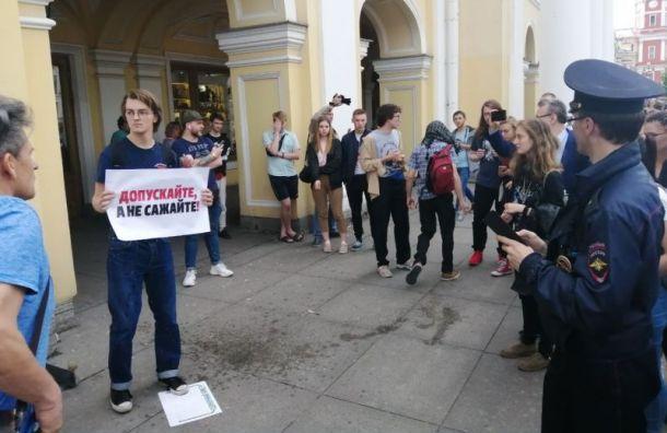Провокатор распылил перцовый баллончик наакции зачестные выборы