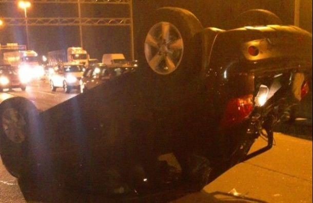 Водитель иномарки погиб, вылетев изсалона автомобиля наКАД