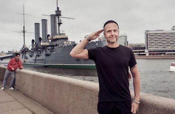Rammstein раздали автографы сотням поклонников, столпившихся уотеля