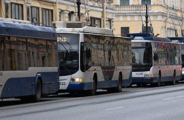Подростки проехали зацепом натроллейбусе поПетроградке