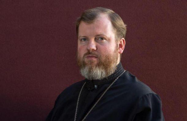 Московский священник подрался с уличным артистом на набережной в Ялте