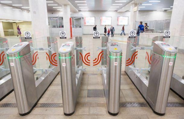 Метрополитен объяснил, почему иногда турникеты непускают попроездным