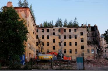 В центре Петербурга снесли часть дома Кутикова
