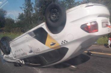 «Яндекс.Такси» перевернулось под Тосно