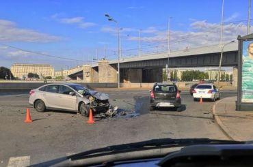 Авария спострадавшими произошла под Володарским мостом