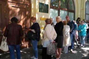 Огромные очереди выстроились навыставку Айвазовского вКронштадте