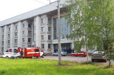 Баллон сфосгеном эвакуировал 150 человек изздания химфака СПбГУ