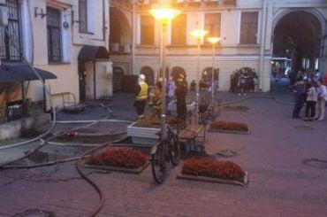 Спасатели эвакуировали людей изкинотеатра «Аврора» наНевском