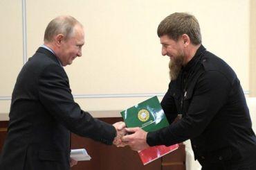 «Поднял страну сколен»: Кадыров поздравил Путина с20-летием увласти