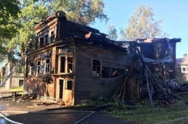Сгорел один изстарейших деревянных домов Новой Ладоги
