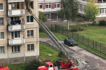 Пожарные спасли жителя города Колпино изгорящей квартиры
