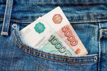 Смольный: средняя зарплата петербуржца составляет 61,5 тысячу рублей