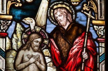 Жестоко крестившего младенца игумена отстранили отсвященнослужений