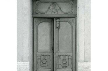 Жители Петроградки отвоевывают исторические двери