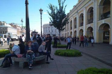 Пикеты уГостиного двора начались сзадержаний