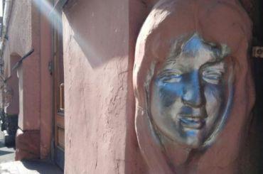 Русалкам наСадовой улице раскрасили лица