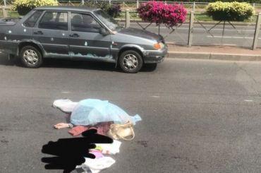 Водитель Mercedes насмерть сбил пожилую женщину наПискаревке
