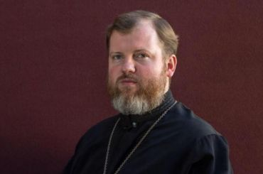 Московский священник подрался суличным артистом нанабережной вЯлте