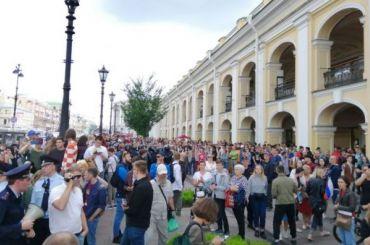 ОМОН берет участников протеста вкольцо: задержаны 40 человек