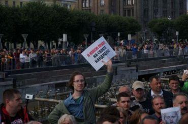 Несанкционированное шествие вМоскве пока неомрачается задержаниями