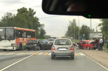 Пять человек пострадали вДТП под Гатчиной