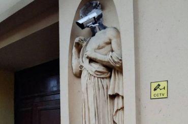 Статуя свидеокамерой вместо головы озадачила петербуржцев