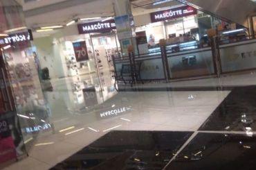 Торговый центр вПетербурге затопило вовремя дождя