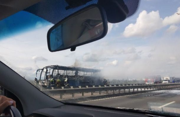 Пассажирский автобус сгорел наВитебском проспекте