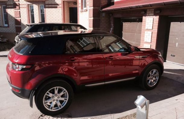 Range Rover за4 млн рублей угнали упетербурженки