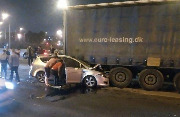 Водителя Seat госпитализировали после ДТП сфурой наСинопской