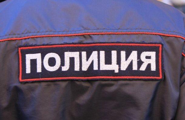 Отвалившийся кусок штукатурки едва неубил сотрудницу полиции