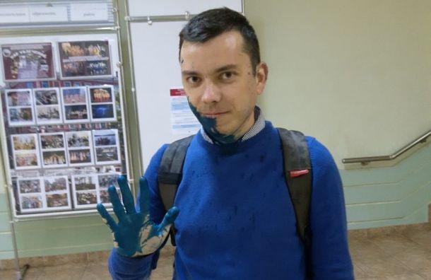 Неизвестные облили зеленкой начштаба Навального Александра Шуршева