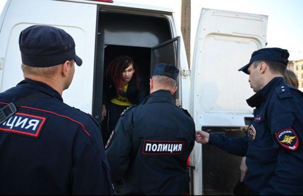 Полиция задержала активистов, вывесивших баннер свопросом кБеглову