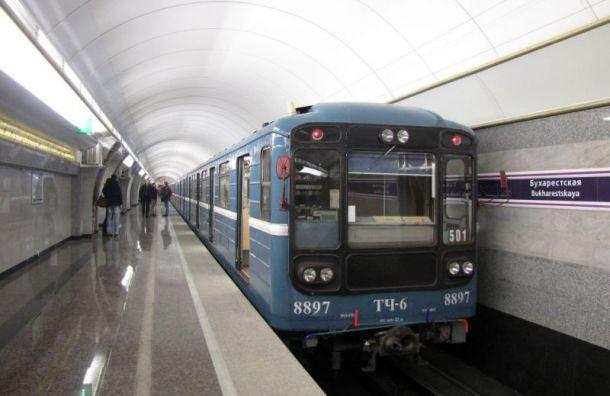Поездам надвух ветках метро Петербурга добавят повагону