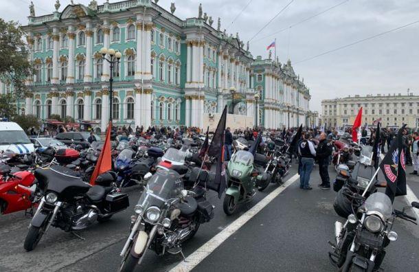 Байкеры остались недовольны закрытием мотосезона в Петербурге