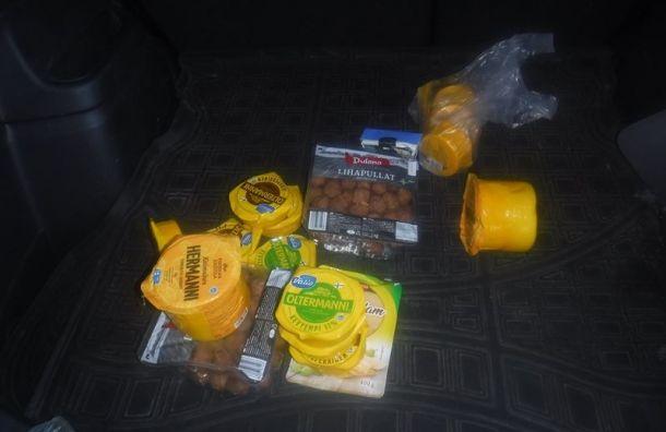Машину и23кг продуктов конфисковали уводителя награнице вВыборге