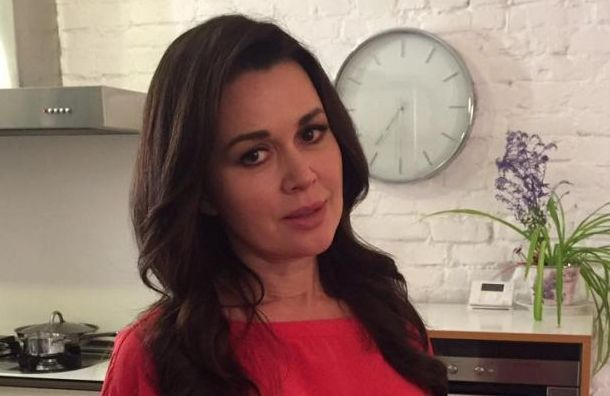 СМИ: Анастасия Заворотнюк впала вглубокую кому