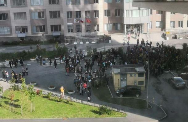 Несколько школ вПетербурге «заминировали» изСан-Франциско