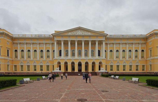 Полиция задержала вандала, разрисовавшего ограду Русского музея