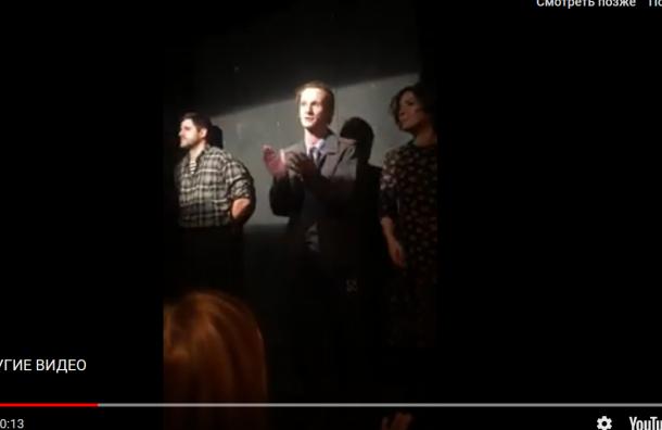 Петербургские актеры устроили перфоманс в поддержку Павла Устинова