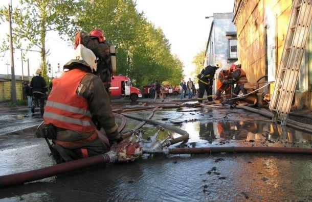 Четырнадцать человек эвакуировали изгорящего здания типографии