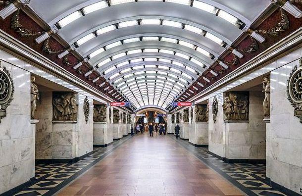 Накрасной ветке метро произошел сбой